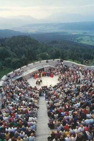 Outdoor Performance image